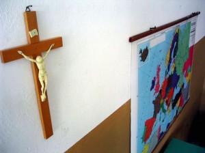 Alle scuole Bombicci di Bologna tolto un altro Coricifisso